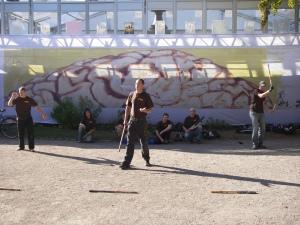Erik, Martin och Andreas visar olika vapen kombinationer