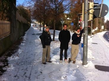 På väg till det gamla gymmet för sista gången. Från vänster Sixt, Martin och Roland.
